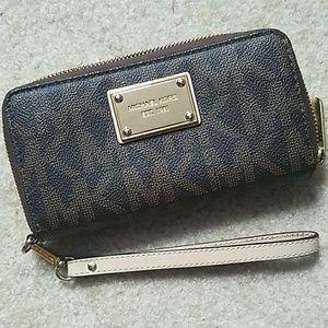 Michael kors wallet (brown signature)